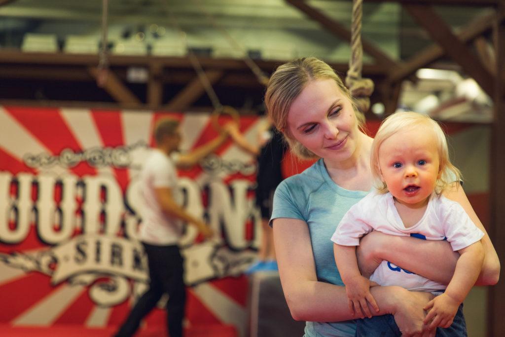 Duudsonit Activity Park Seinäjoki lapsi ja äiti hauskaa pitämässä
